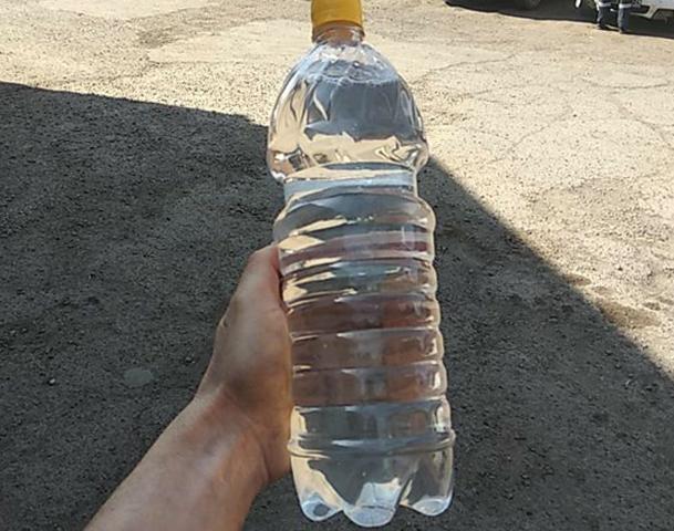 Березовый сок в пластиковой бутылке