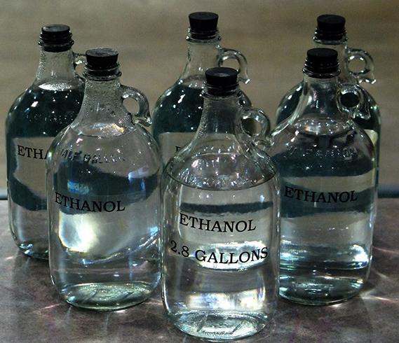 Бутылки со спиртом