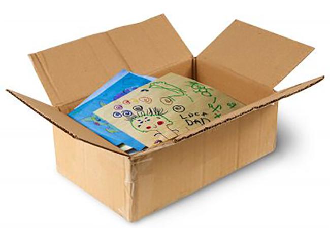 Детские рисунки в коробке