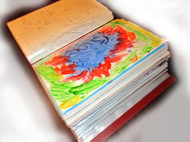 Хранение детских рисунков в альбоме
