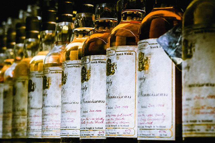 Хранение виски в вертикальном положении