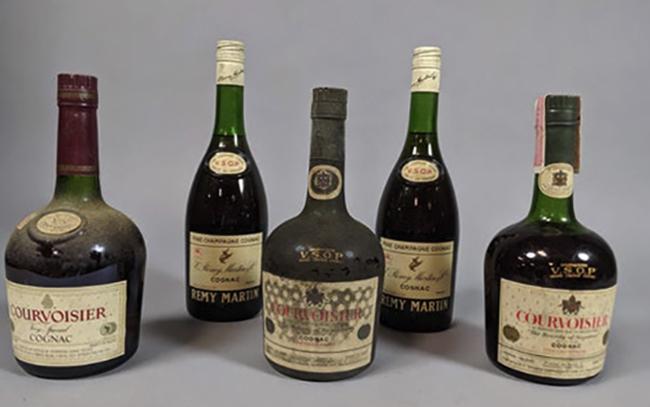 Коньяк в бутылках