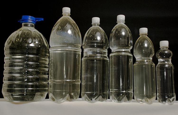 Спирт в пластиковых бутылках