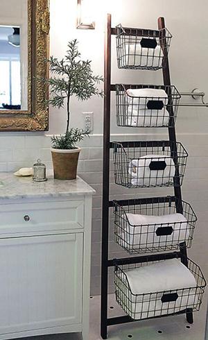Хранение полотенец в корзинках в ванной