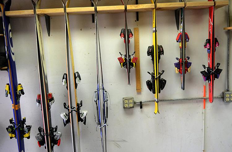 Хранение горных лыж