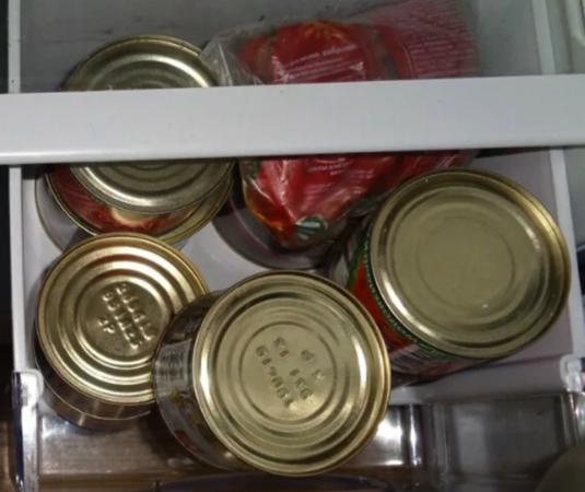 Мясные консервы в холодильнике