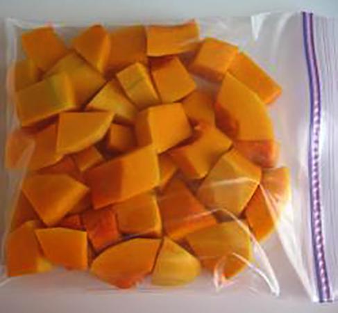 Кубики тыквы в пакете