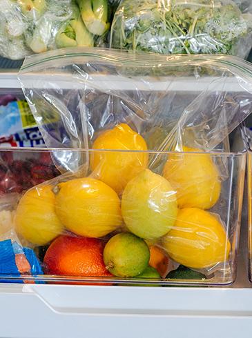 Лимоны в холодильнике