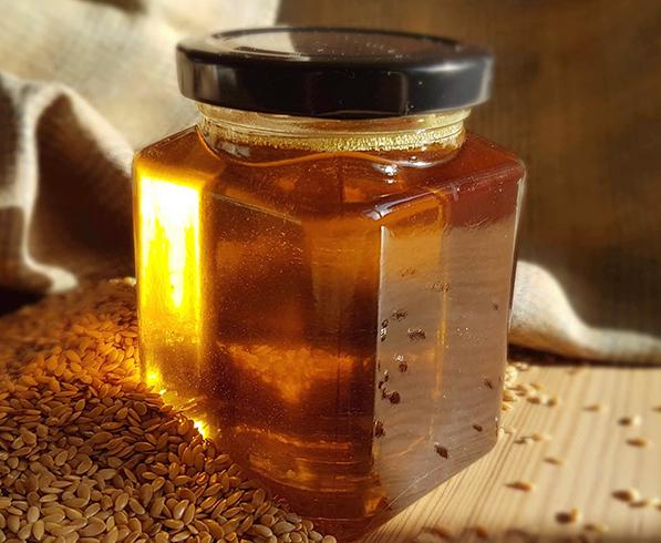 Льняное масло в стеклянной банке