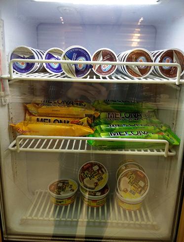 Мороженое в морозильнике