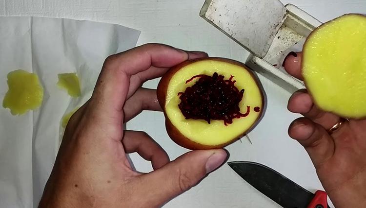 Мотыль в картофеле