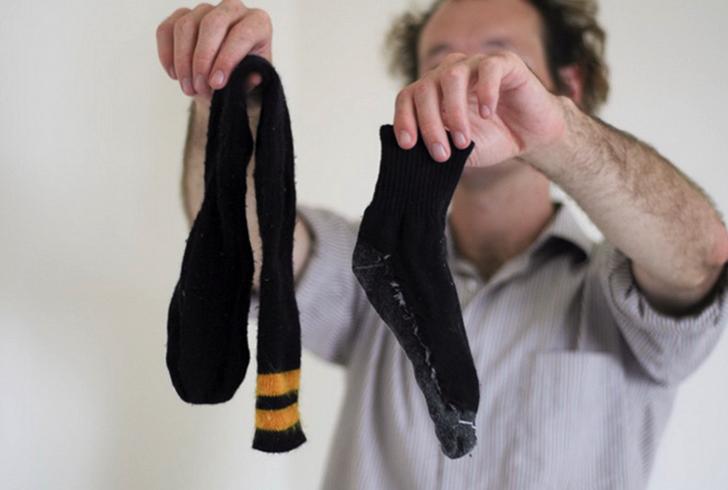 Носки в руках