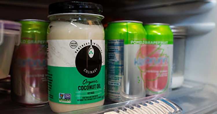 Кокосовое масло в холодильнике