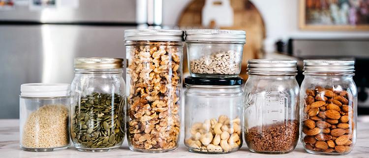 Орехи в контейнерах