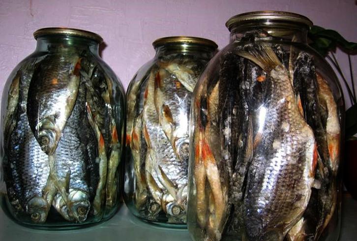 Сушеная рыба в стеклянной таре
