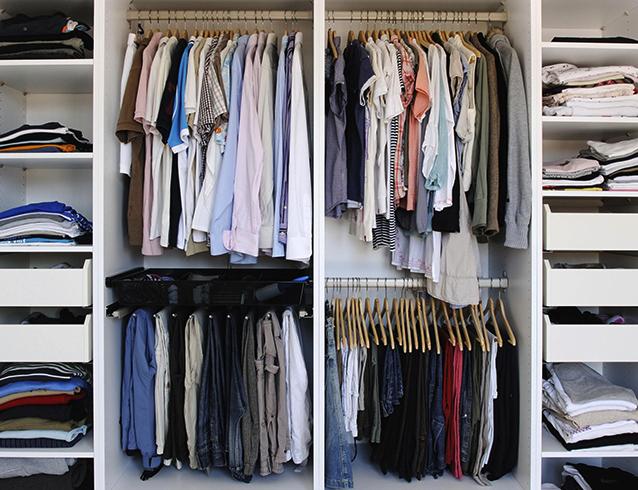 Вещи и одежда в шкафу