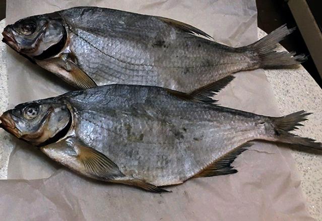 Вяленая рыба в бумаге