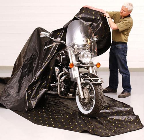 Закрытие мотоцикла чехлом