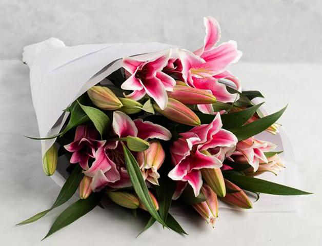 Свежие лилии