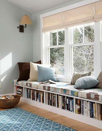 Хранение книг под окном