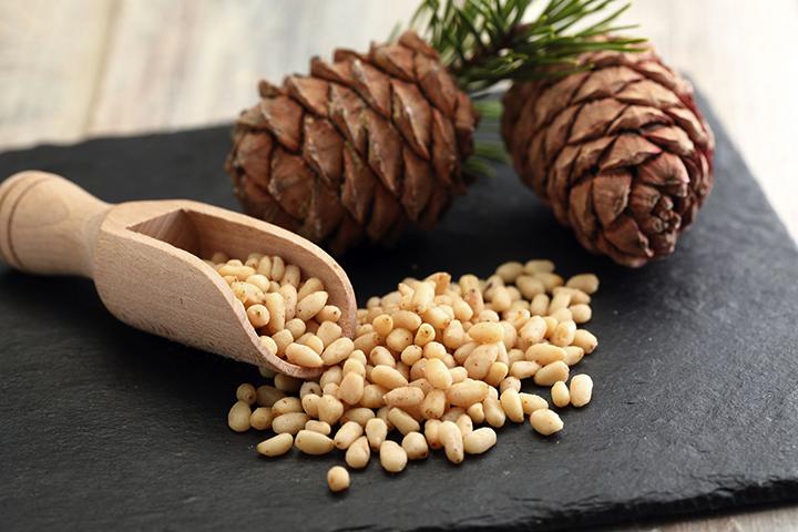 Свежие кедровые орехи