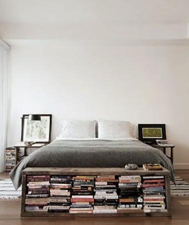 Хранение книг в кровати