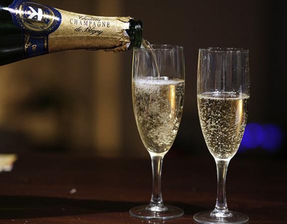 Разлитие шампанского