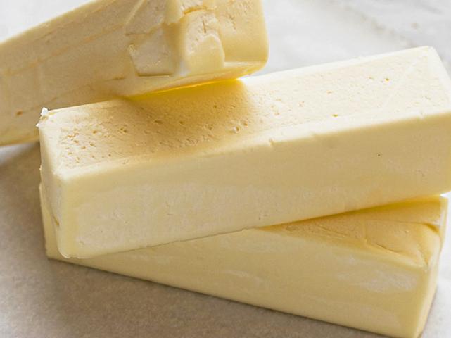 Кусочки замороженного сливочного масла