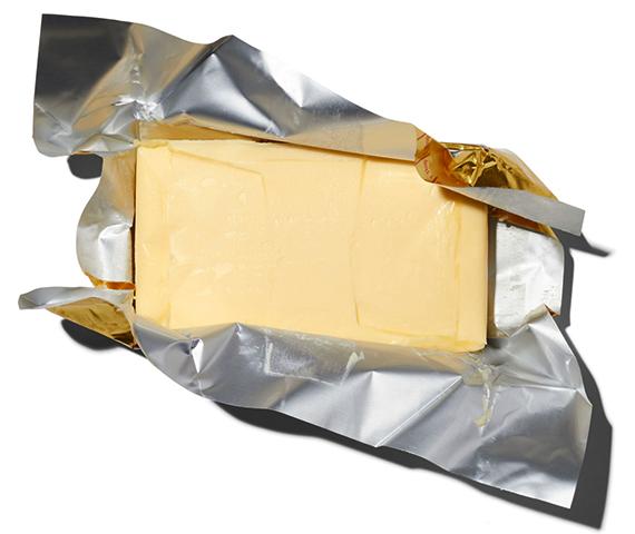 Сливочное масло в упаковке