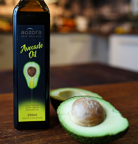 Покупная бутылка с маслом авокадо