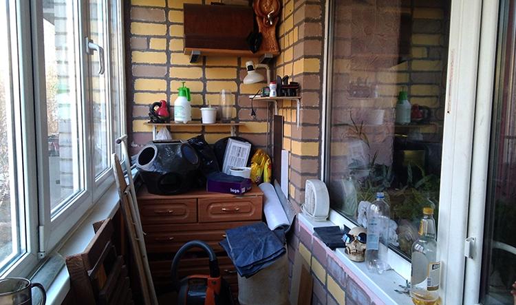 Складирование вещей на балконе
