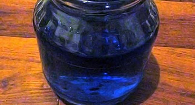 Бордосская жидкость в стеклянной банке