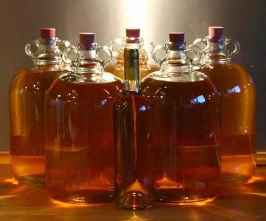 Бутылки с медовухой