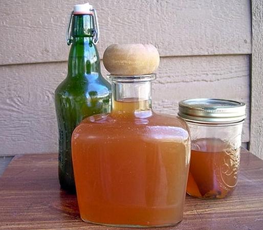 Брага в стеклянных бутылках
