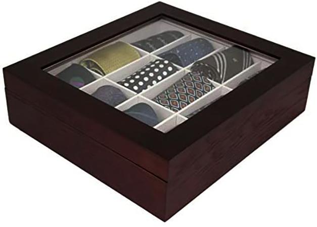 Галстуки в деревянной коробке