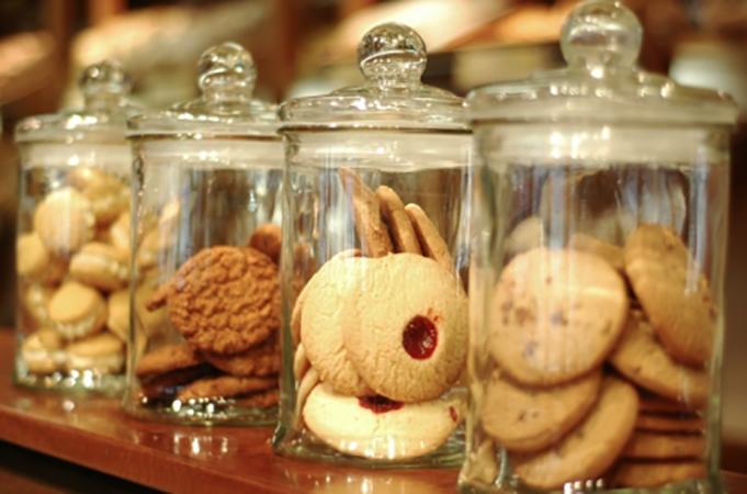 Печенье в стеклянной банке