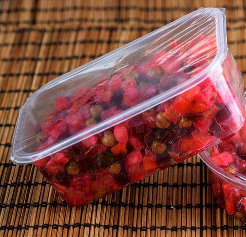 Хранение винегрета под пищевой пленкой