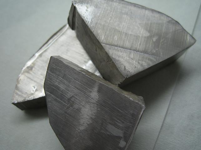 Куски щелочных металлов