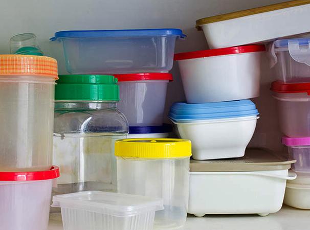 Много пищевых контейнеров