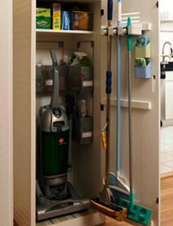 Хранение моющего пылесоса в шкафу
