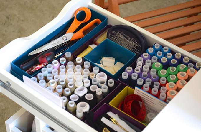 Хранение ниток и иголок в ящике
