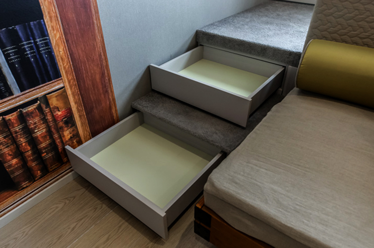 Подиум с ящиками