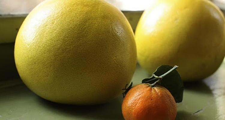 Помело и мандарин