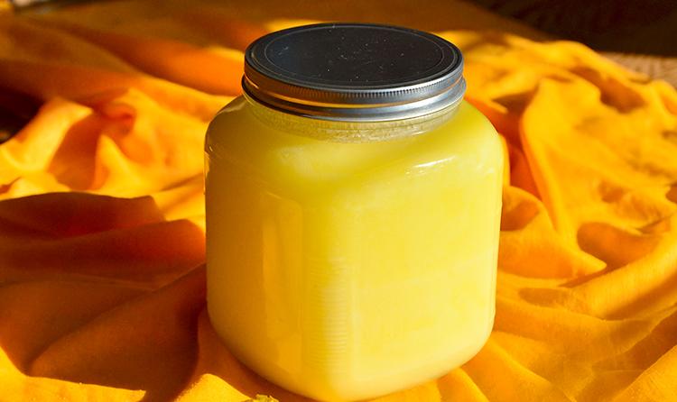 Масло гхи в стеклянной банке