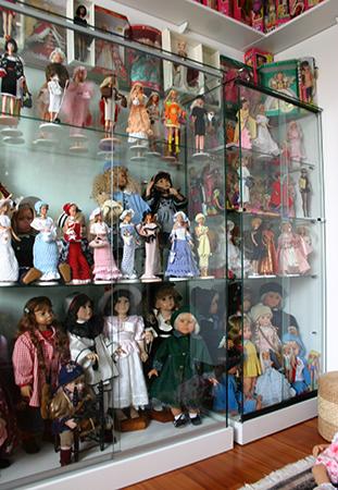 Шкаф-витрина для кукол