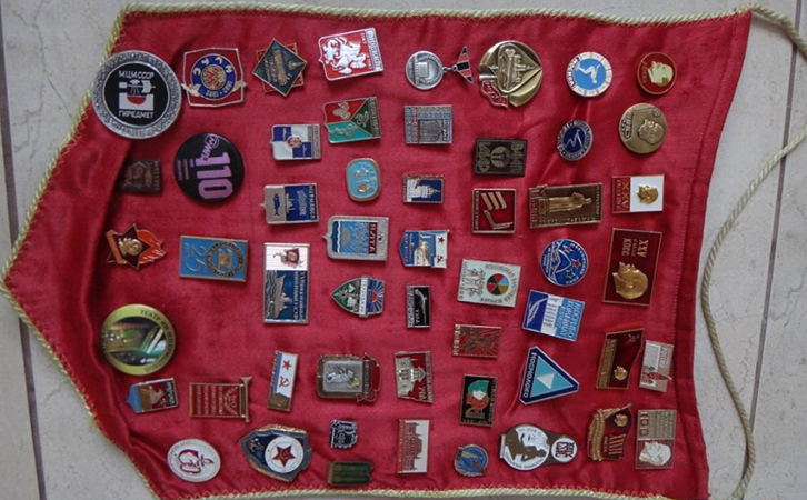 Значки в знамени