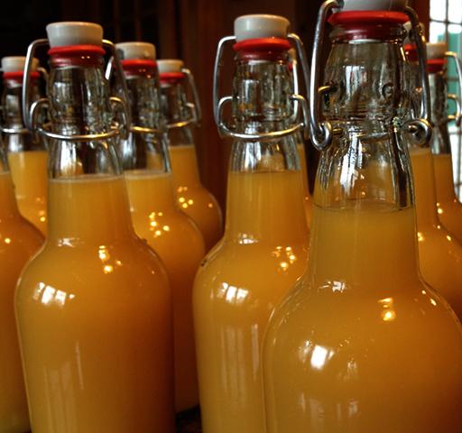 Сидр в стеклянных бутылках