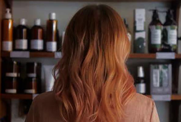 Девушка и краски для волос