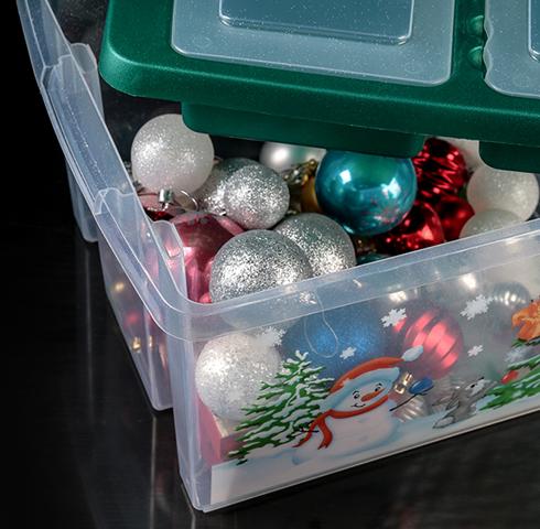 Елочные игрушки в пластиковом контейнере
