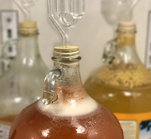 Бутылки с домашним сидром
